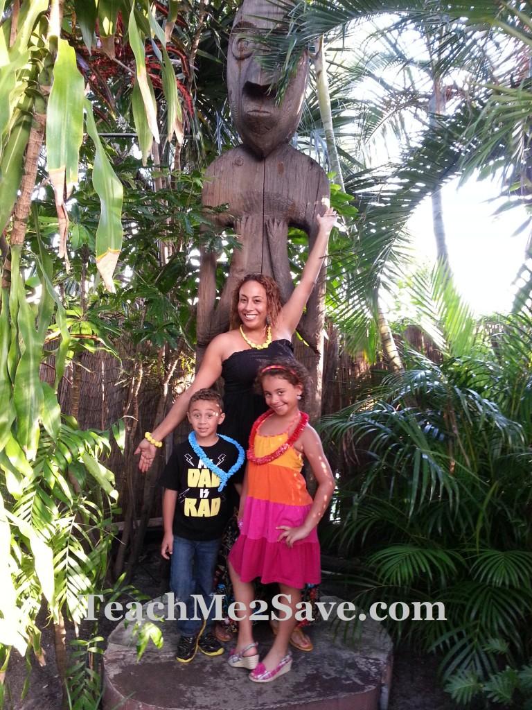 Mai-Kai Polynesian Family Pic