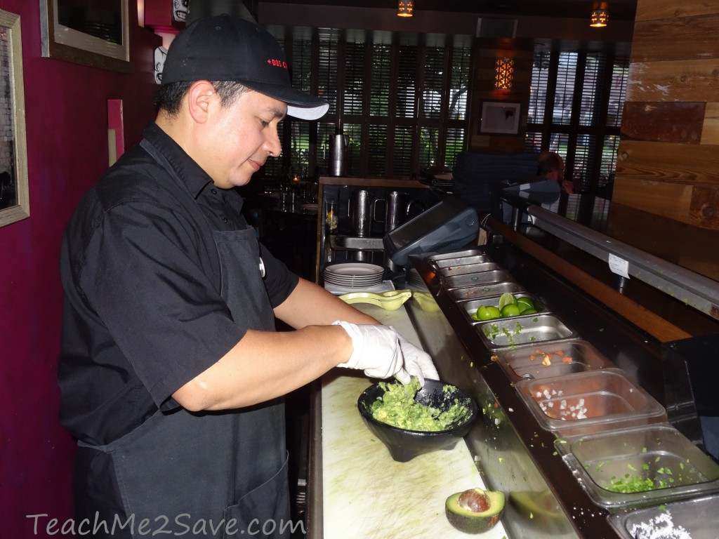 Dos Caminos Restaurant in Ft. Lauderdale - making gucamole