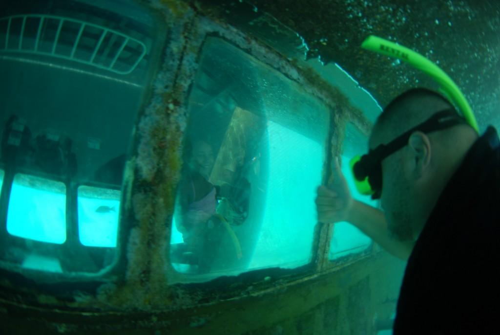 Curaçao Sea Aquarium - kids in Under water observatory boat 2