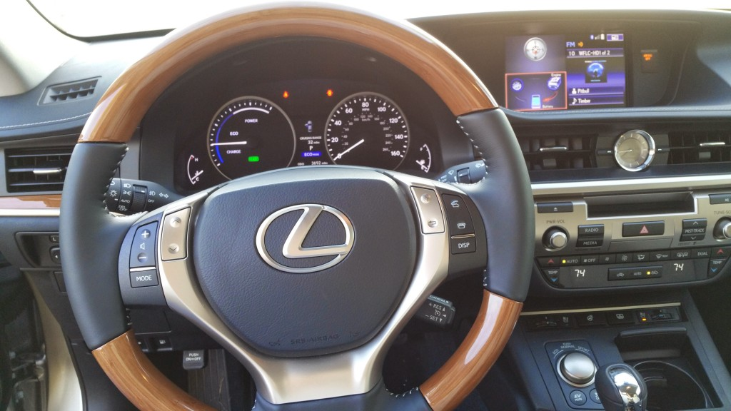 2015 Lexus ES 300h Sedan Dashboard