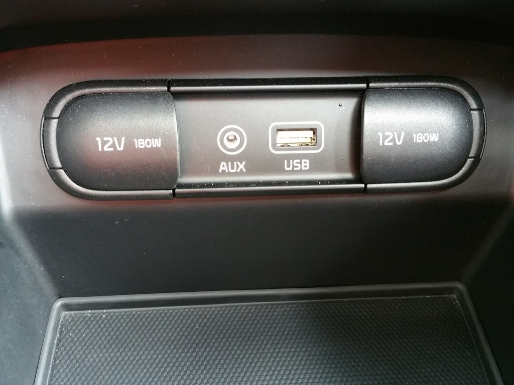 2016 Kia Sorento Rapid charge USB ports