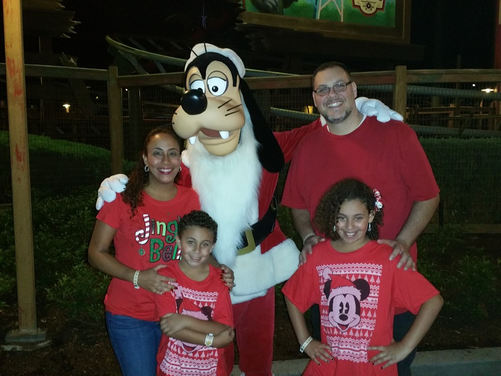 Mickey's Very Merry Party Pic with Goofy 2015