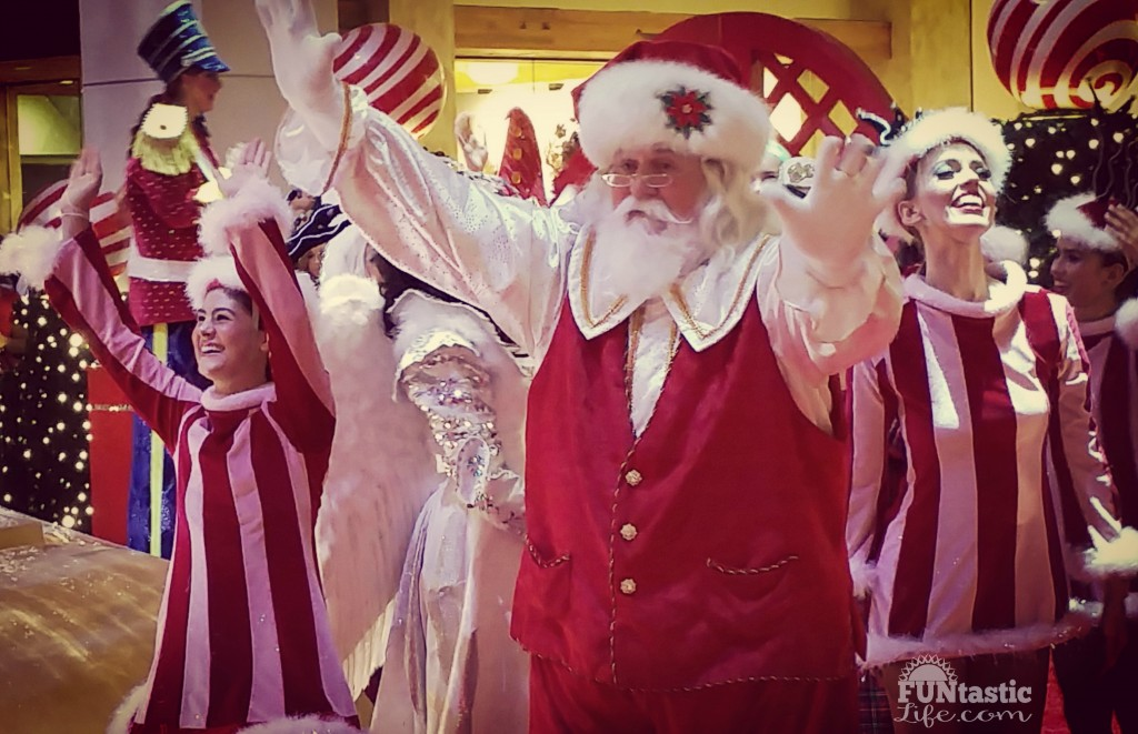 Santa's Arrival at Aventura Mall - FuntasticLife