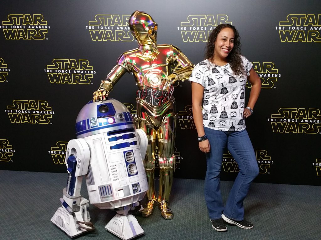 Leanette Fernandez with R2D2 and C3PO
