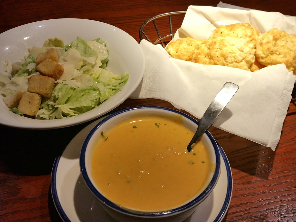 Red Lobster soup, salad and bread