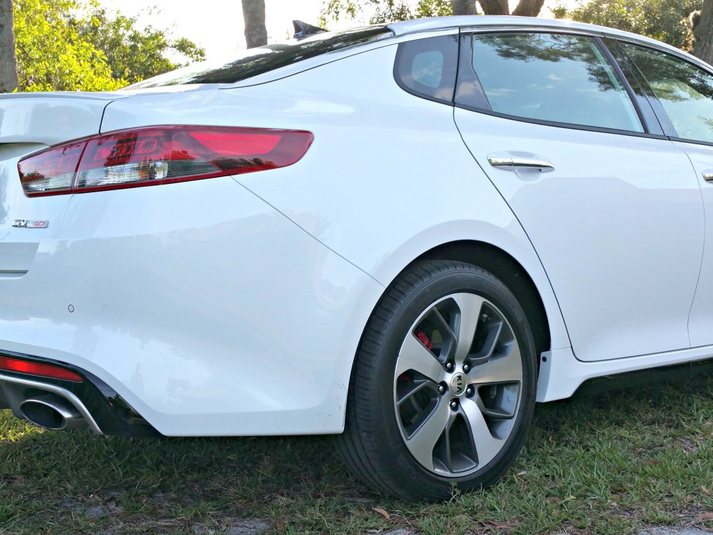 The 2016 Kia Optima SX Turbo rear R