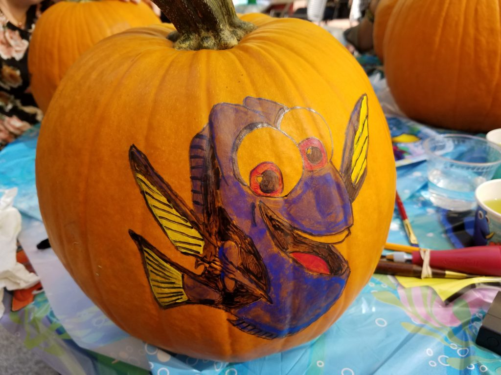finding-dory-halloween-pumpkin-carving-step-3