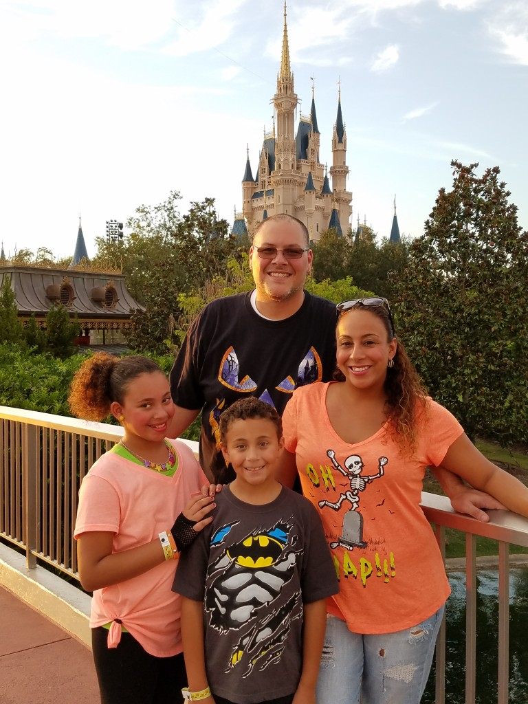 mickey%c2%b9s-not-so-scary-halloween-party-family-castle-shot
