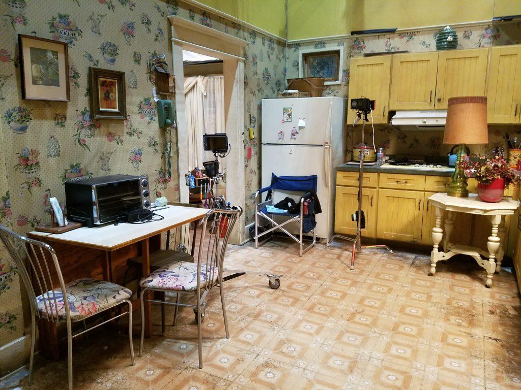 speechless-set-kitchen
