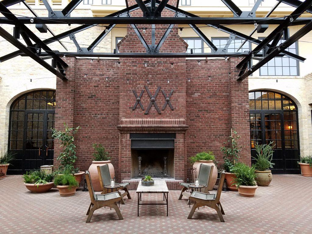 Hotel Emma Courtyard
