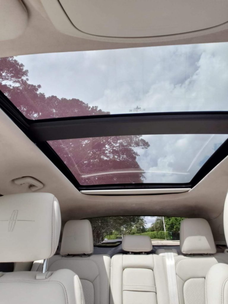 sunroof on Lincoln vehicle